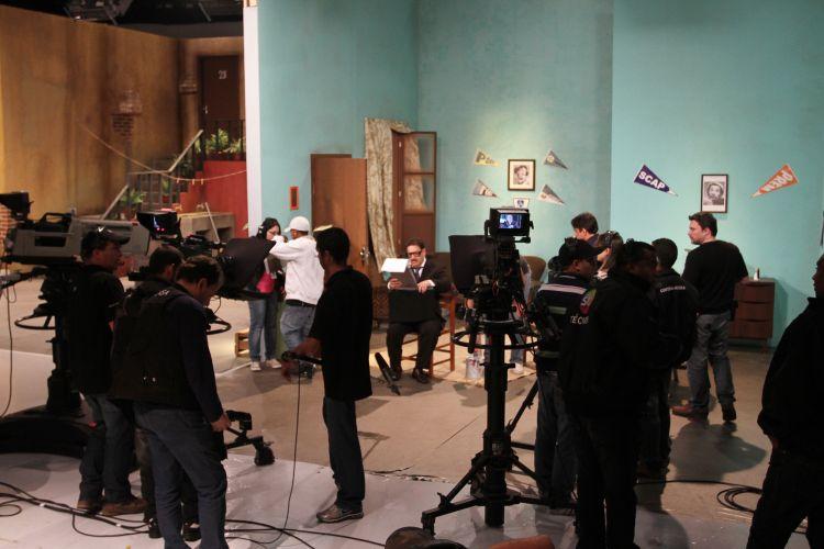 Apresentador Ratinho durante gravação do seriado