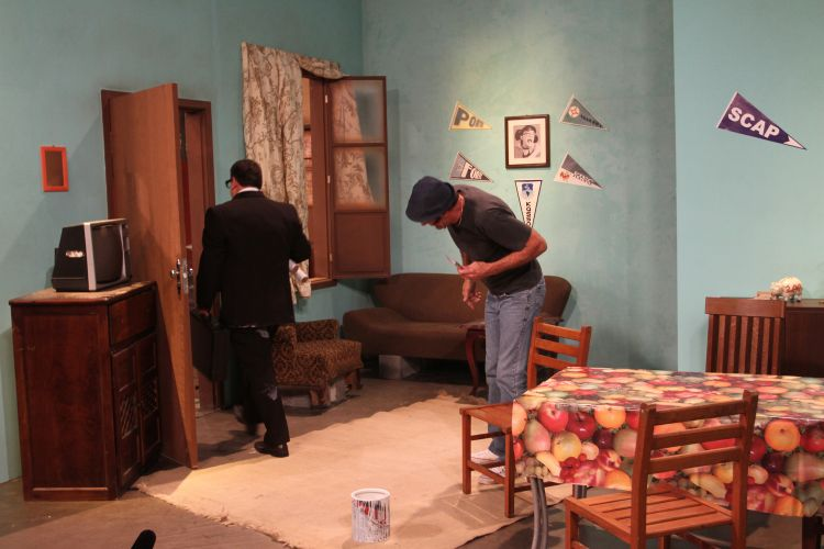 Em comemoração aos 30 anos do SBT, Ratinho intepreta Seu Barriga em remake de