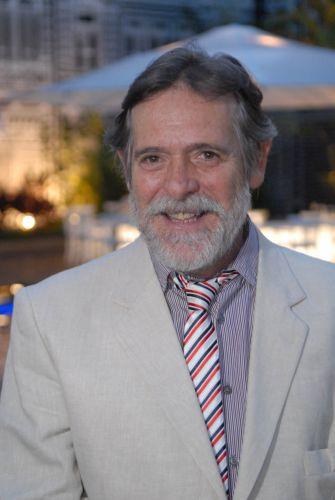 Milton Castelani (José de Abreu)