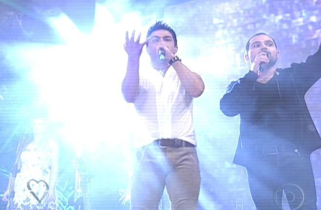 Zezé di Camargo e Luciano cantam