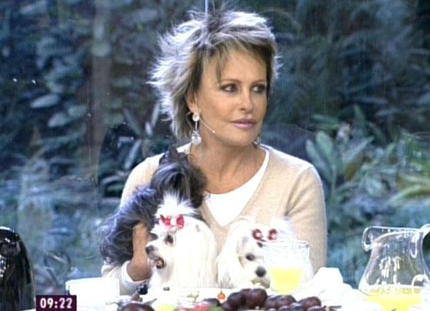 Ana Maria Braga entrevista o ator Marcelo Serrado no