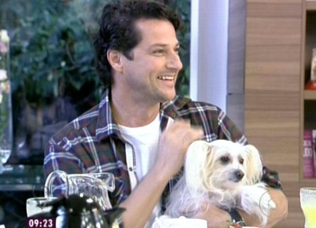 O ator Marcelo Serrado participa do programa