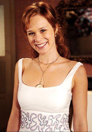 Mariana Ximenes como Bel em