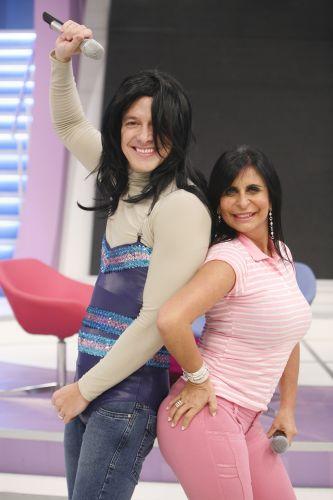 Rodrigo Faro se veste de Gretchen e recebe a cantora no palco para o quadro
