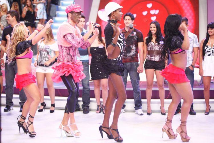Rodrigo Faro imita a dançarina Lacraia no quadro