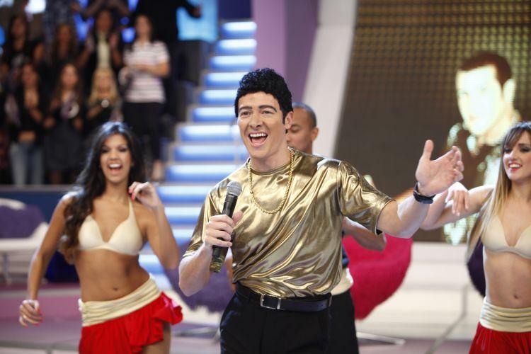 Rodrigo Faro dança ao som de