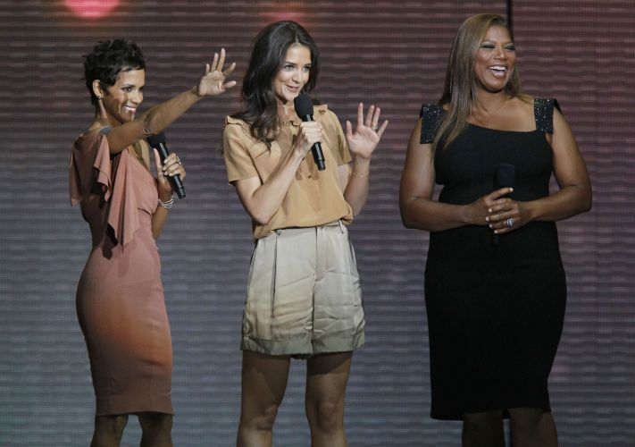 As atrizes Halle Berry, Katie Holmes e Queen Latifah participam da gravação do último programa