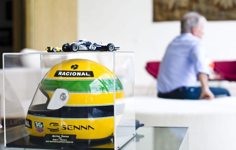 Otávio Mesquita tem várias coleções de itens ligados ao automobilismo, em sua casa há vários capacetes de diversos pilotos brasileiros (12/5/2011)