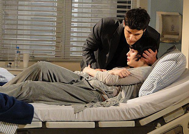O choque de Melina (Mayana Moura) ao presenciar a morte de Noronha (Rodrigo dos Santos) é tão forte que ela acaba sendo internada em uma clínica. Ao visitá-la, Mauro (Rodrigo Lombardi) encontra a estilista muito abatida, e tenta tranquilizá-la. Em seguida, Melina começa a se descontrolar e Mauro chama a enfermeira. Logo depois Fred (Reynaldo Gianecchini) entra no quarto querendo saber o que o rival fez para deixá-la tão agitada. A cena vai ao ar na quarta-feira (3/11/2010)