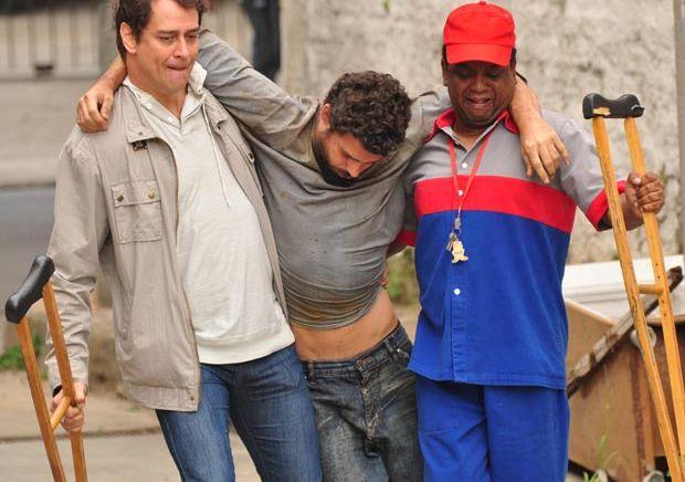 Gerson (Marcello Antony) está em um posto de gasolina, quando é abordado por André (Marcos Suhre) que o chama de