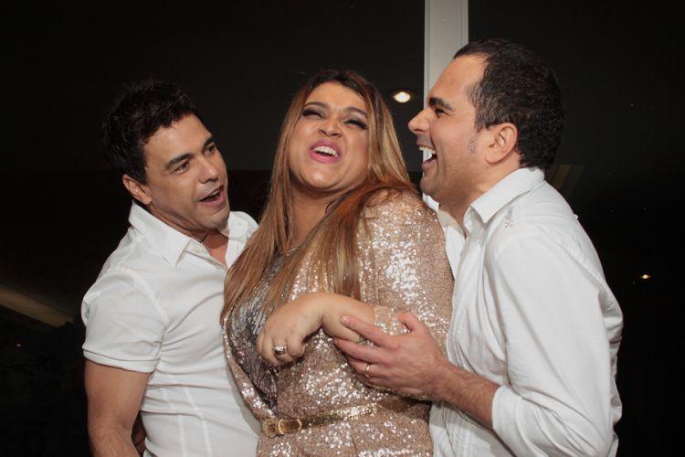 Preta Gil diverte-se com Zezé Di Camargo e Luciano durante as gravações do