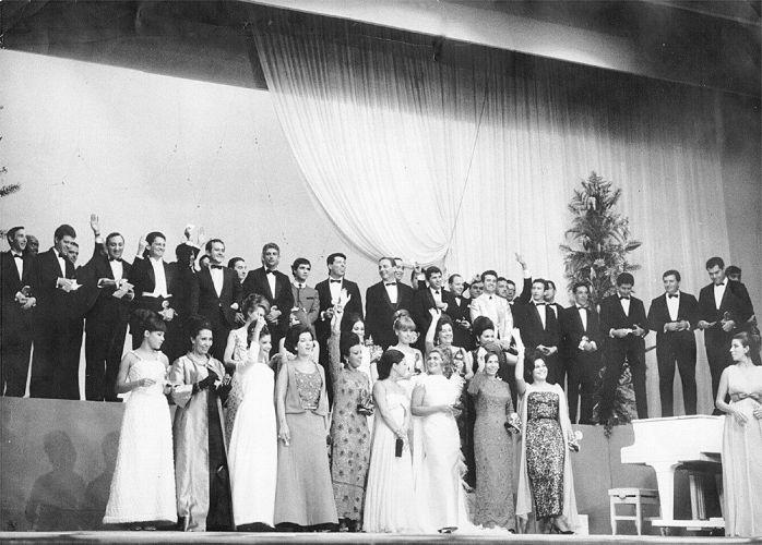 Festa do troféu Roquette Pinto na década de 60, a mais importante premiação da televisão brasileira na época. Silvio Santos recebeu o prêmio de