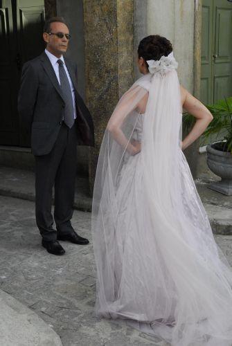Lázaro acompanha Alma em seu casamento