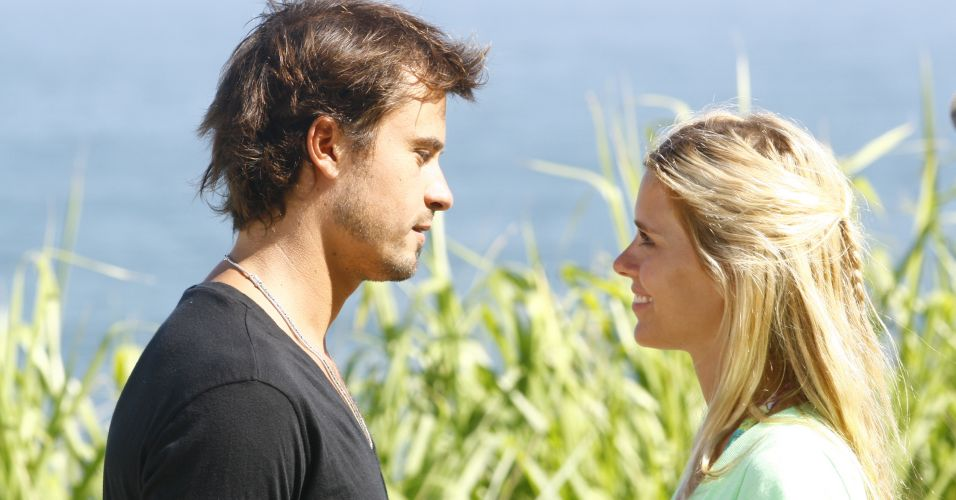 Eros e Suzana reatam o namoro