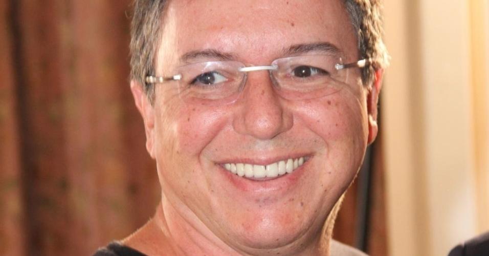 O diretor de TV Boninho vai ao lançamento do livro de seu tio, o Boni, no Rio de Janeiro (30/11/11)