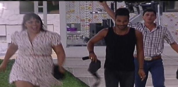 """Anunciados de surpresa, Analice, Daniel e Rafael entram na casa do """"BBB12"""" (10/01/2012)"""