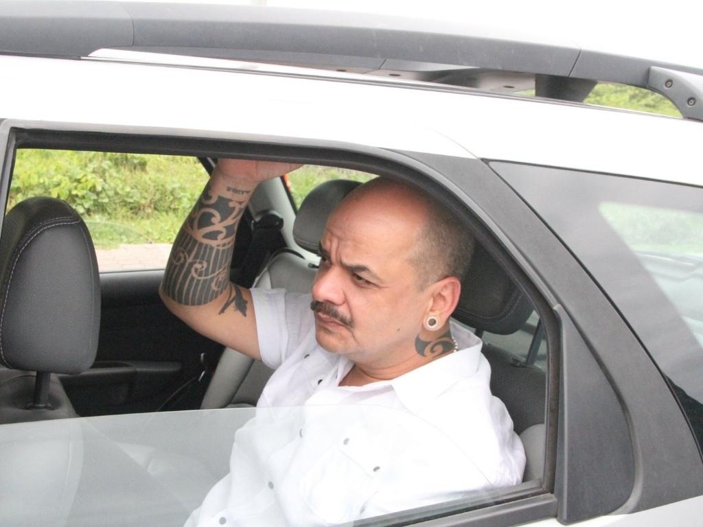 João Carvalho deixa hotel e segue para a casa do
