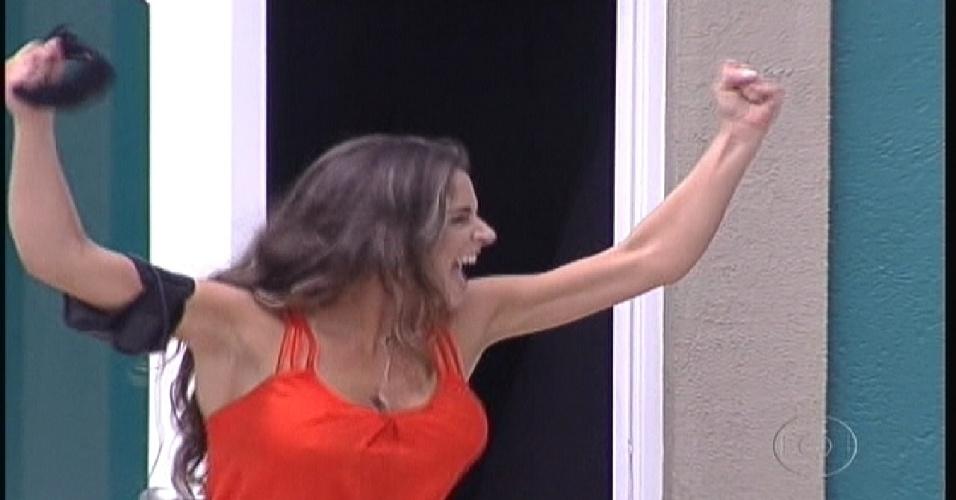 Laisa comemora entrada na casa do BBB (10/1/2012)