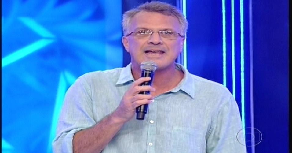 """Pedro Bial dá boa noite para a plateia e anuncia o começo oficial do """"BBB12"""" (10/01/2012)"""