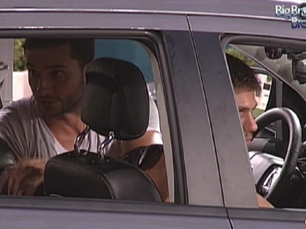 Ronaldo quebra o silêncio e reclama da cantoria (11/1/2012)