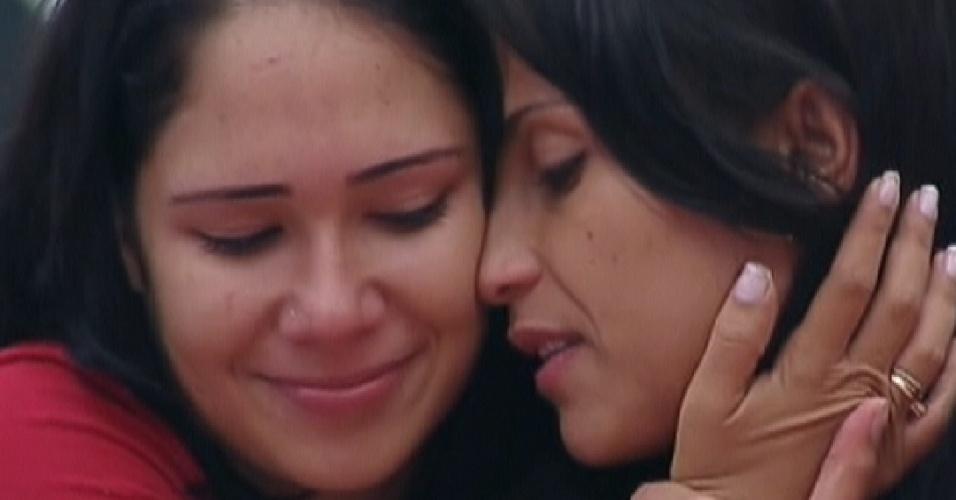 As duas sisters se abraçam após prova de resistência(11/01/12)