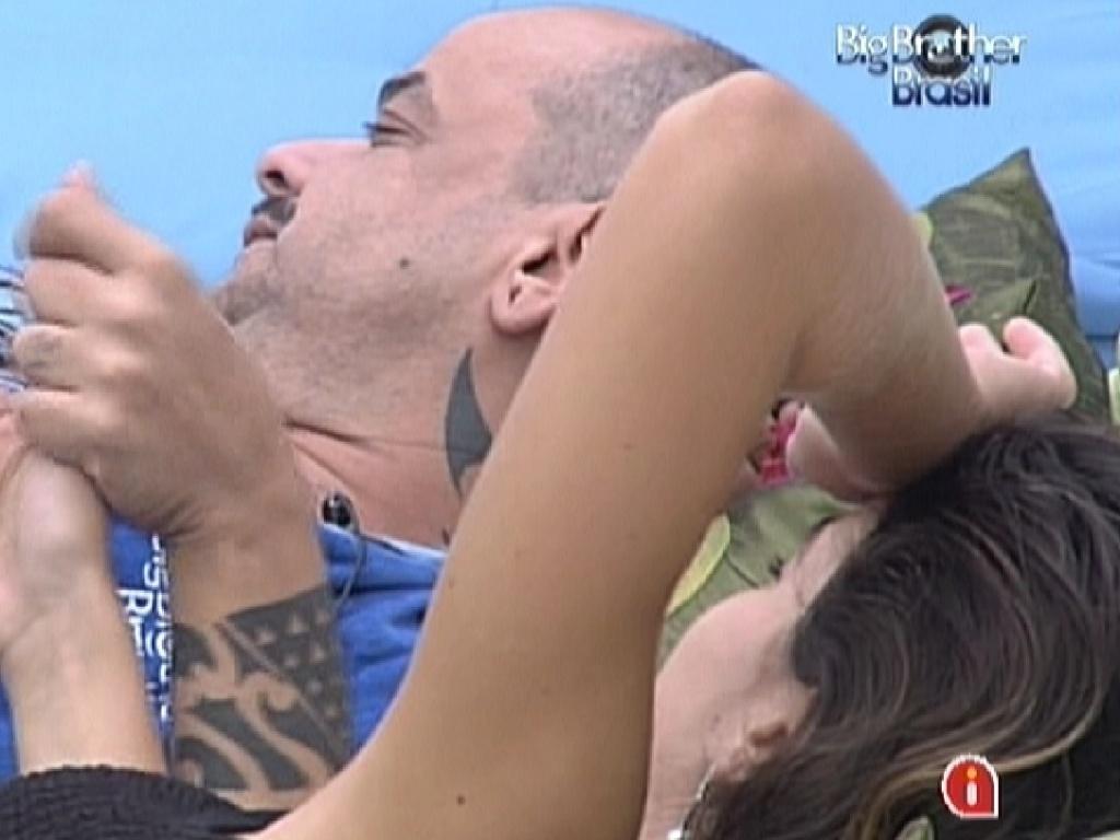 João Carvalho e Laisa conversam pela manhã (12/1/12)