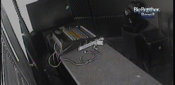 """Sala de controle aparece no lugar das imagens da casa do """"BBB12"""" no pay per view (12/1/2012)"""