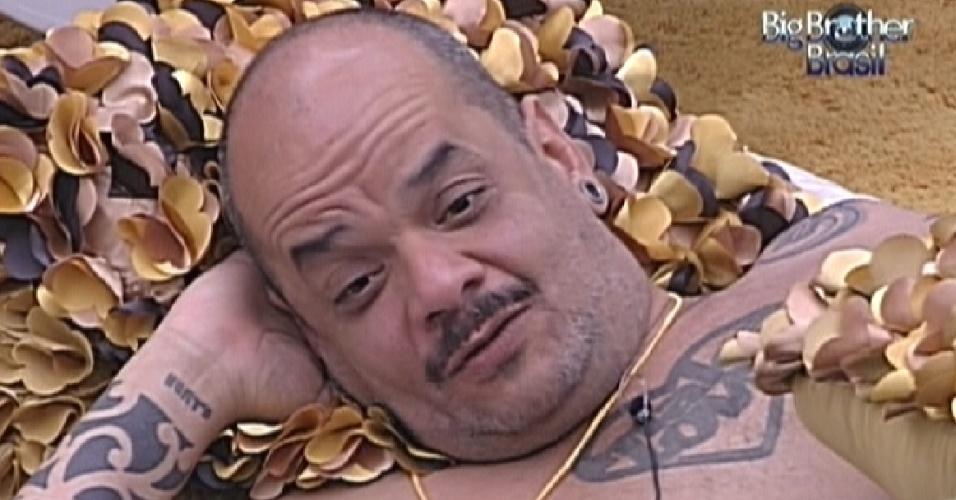 João Carvalho fala sobre suas olheiras com Laisa no quarto do líder (13/1/12)