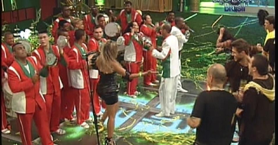 Brothers sambam ao som da escola de samba Grande Rio (14/1/12)