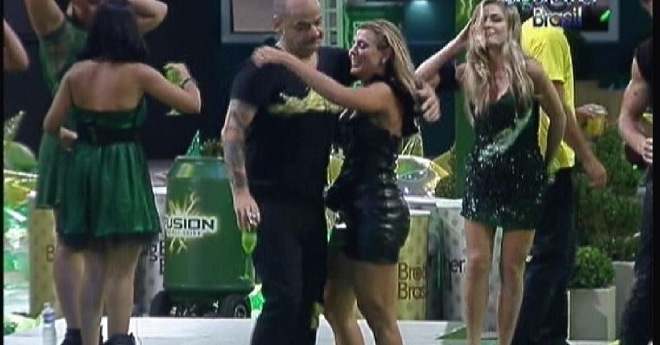 João dança com Fabiana em Festa Fusion(14/01/12)