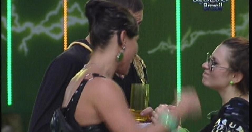 Mayara se abre com Kelly e Rafa(14/01/12)