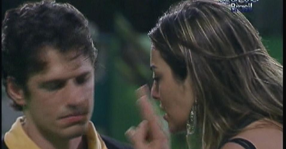 Monique chora com João Maurício(14/01/12)