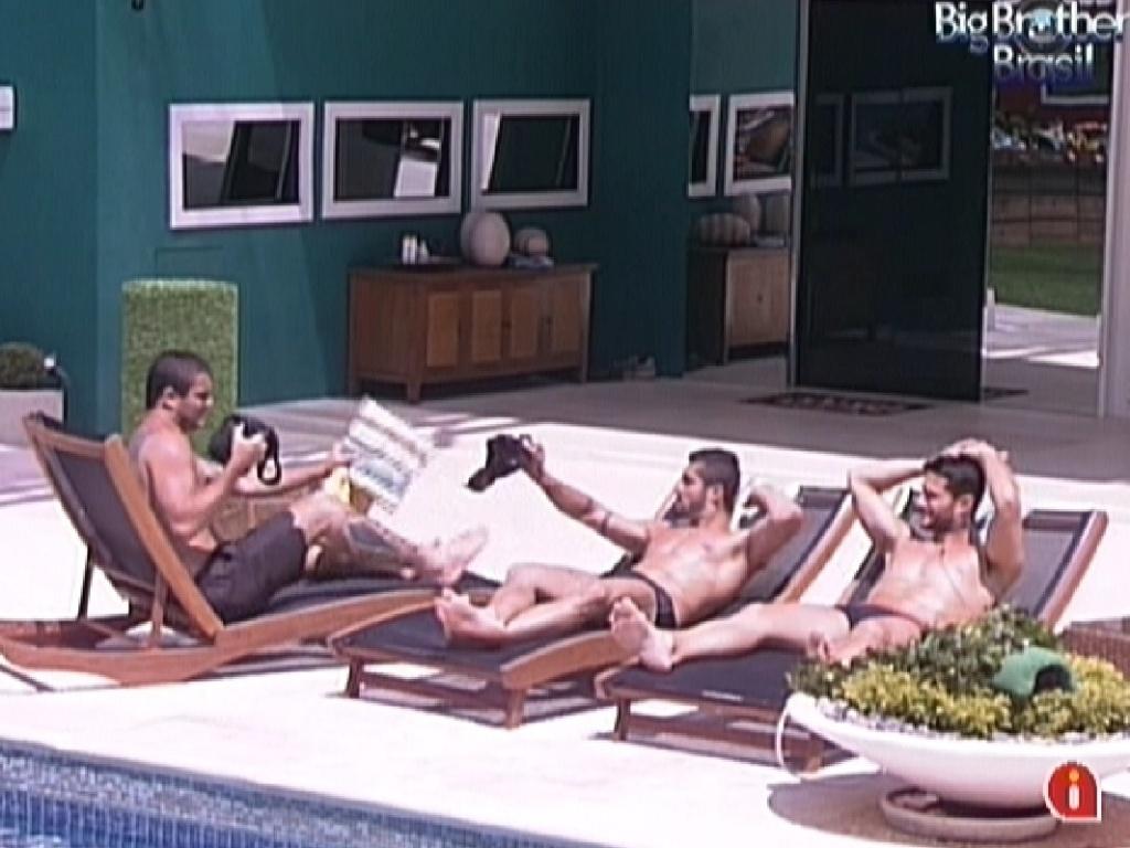 Brothers aproveitam a tarde de sol na piscina (16/1/12)