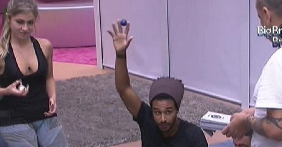 Daniel tirou a bolinha azul é um dos 4 a fazer as compras (16/1/12)