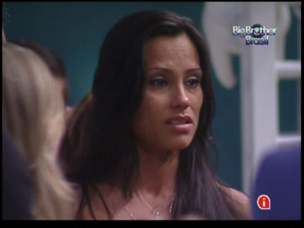 Kelly pergunta o motivo dos brothers escolherem Jakeline como opção de voto (15/1/12)