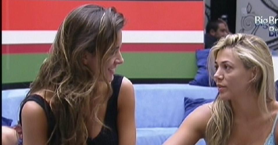 Laisa e Fabiana conversam na manhã desta segunda (16/1/12)