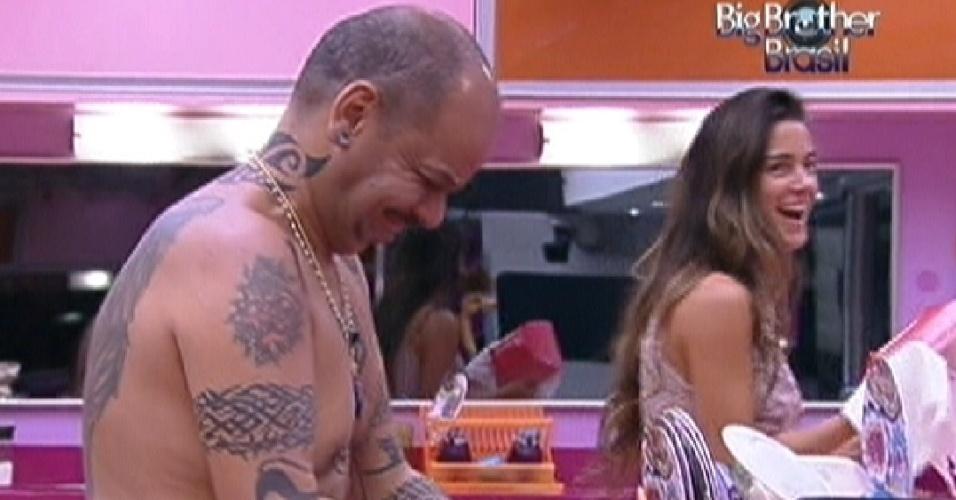 João Carvalho e Laisa preparam almoço nesta terça-feira (17/1/12)