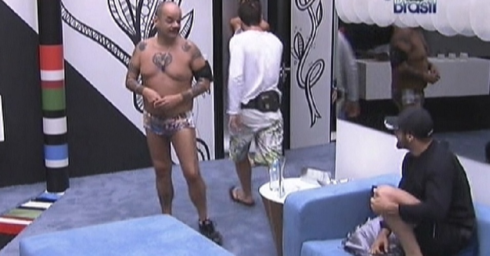 João Carvalho (esq.) e Yuri conversam na manhã desta terça-feira (17/1/12)