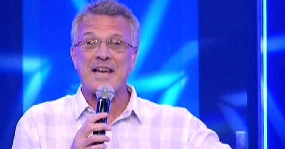 Pedro Bial apresenta o programa (17/1/12)