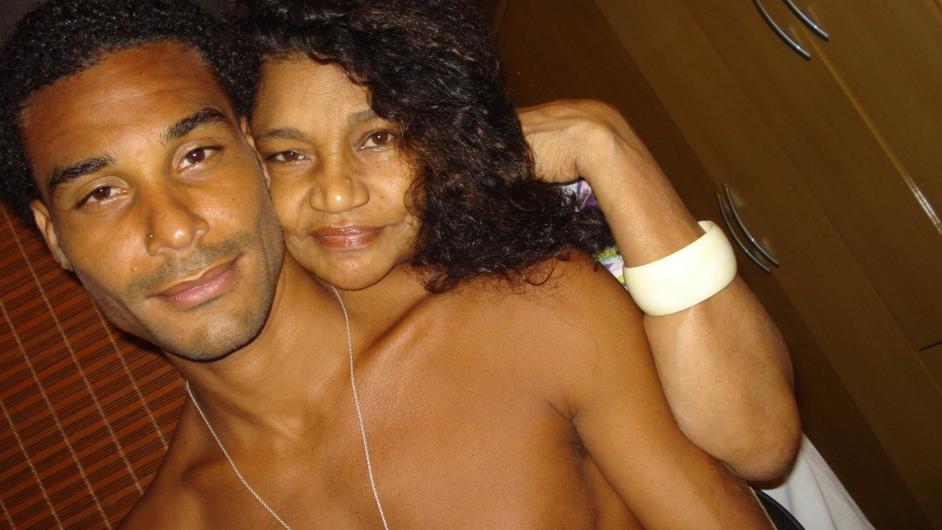 Daniel e sua mãe, Aparecida Echaniz, em foto publicada no blog do participante do