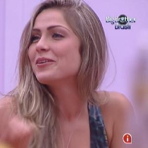 """Renata é alvo de perguntas sobre sexo durante """"jogo da verdade"""" (19/1/12)"""