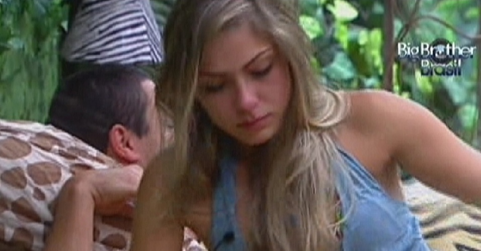 Renata chora na tarde deste sábado (21/1/12)