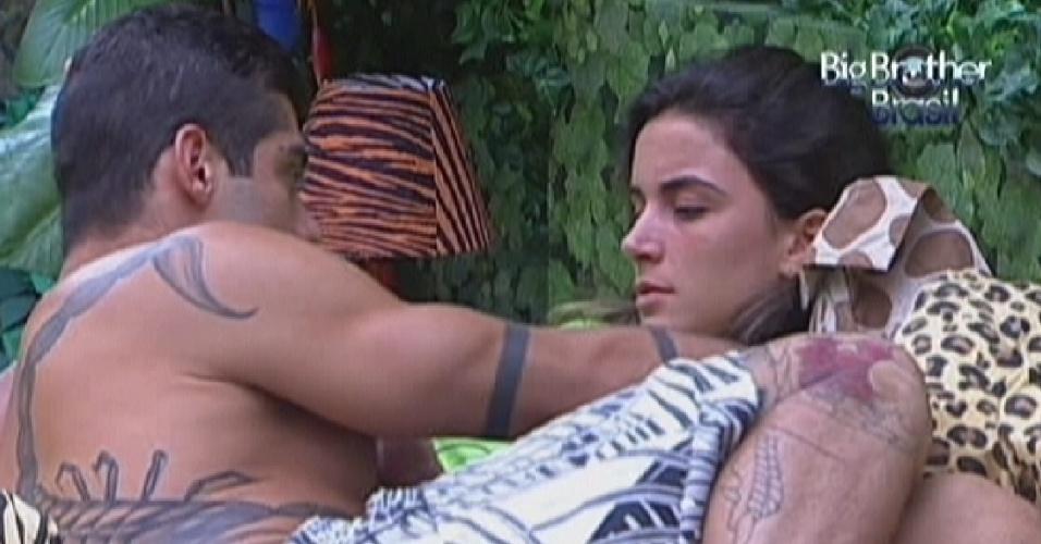 Yuri e Laisa tem um princípio de discussão no quarto Floresta (21/1/12)