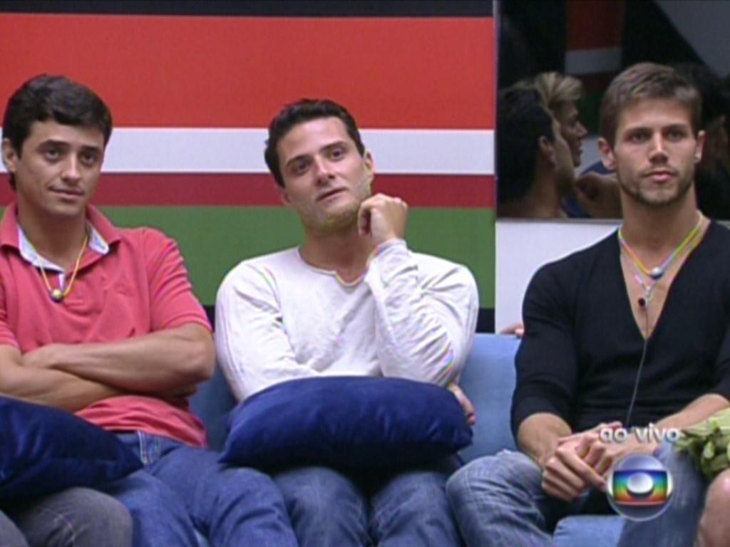 Ronaldo, Fael e Jonas esperam para formação do paredão (22/1/12)