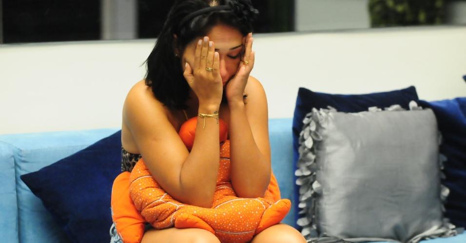Jakeline chora por estar pela segunda vez seguida no paredão do