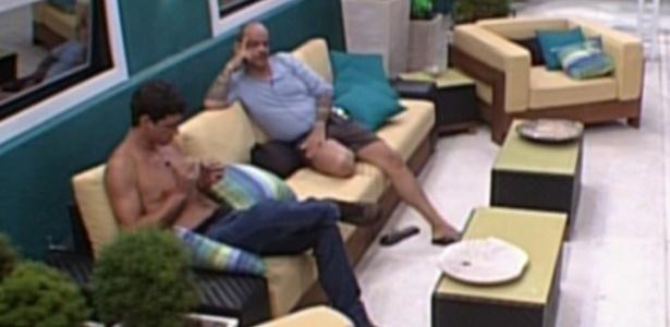 João Carvalho e Fael conversam sobre votação (22/1/12)