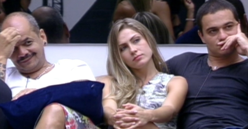 João Carvalho, Renata e Rafa ficam sabendo da dieta de 36 horas de banana (23/1/12)