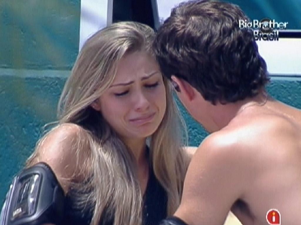 Renata, chorando, se reconcilia com Fael (23/1/12)
