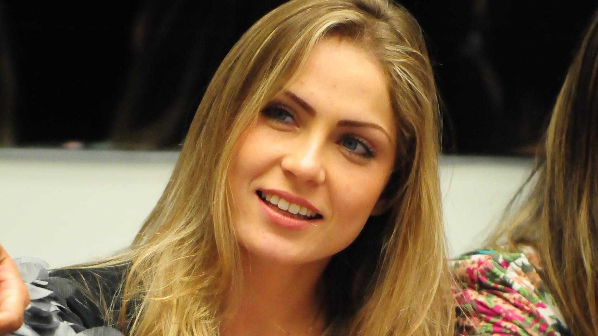 Renata fala com Bial durante a formação do paredão (22/1/12)