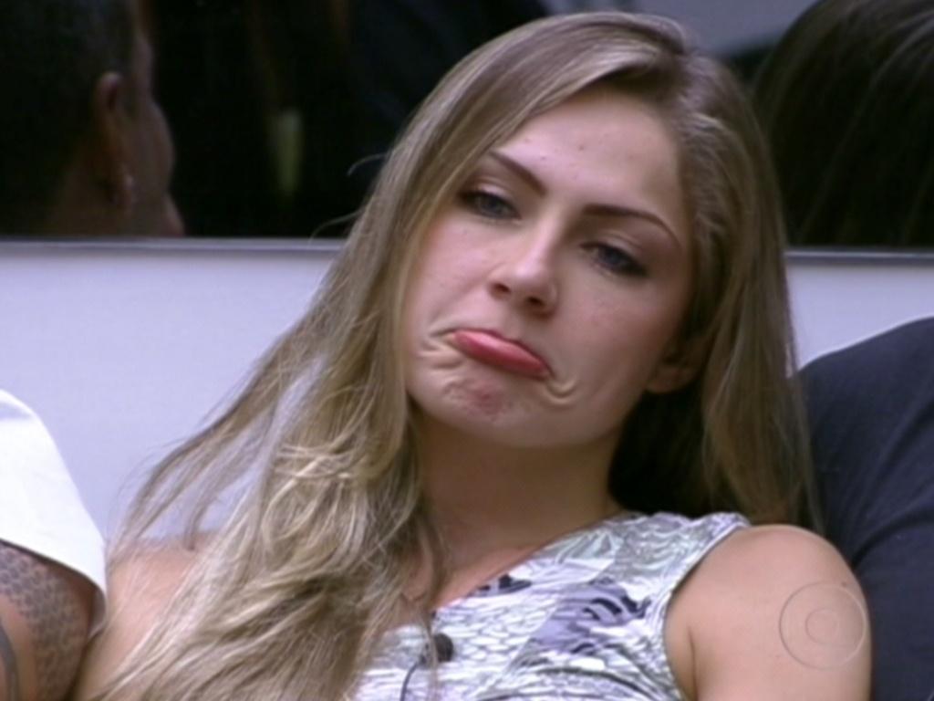 Renata faz bico ao saber que não vai participar do jogo desta segunda (23/1/12)